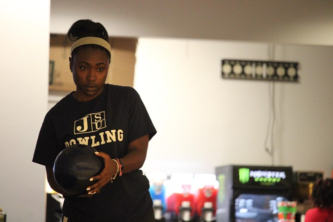 Bowling Team Improves in Day 2 of Allstate Sugar Bowl Invitational